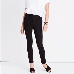"9"" Mid-Rise Skinny Jeans in Black™ 